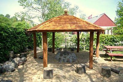 Rundt bålhus og multihus i flot træ